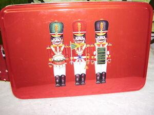 TOY-SOLDIERS-TIN-BOX-NUTCRACKER-CHRISTMAS-HOLIDAY-THEME
