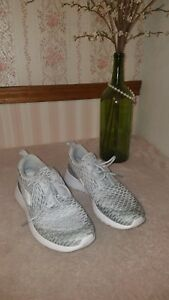 8e7232883fa0 Nike Women s Roshe One Flyknit Pure Platinum White Cool Grey 704927 ...