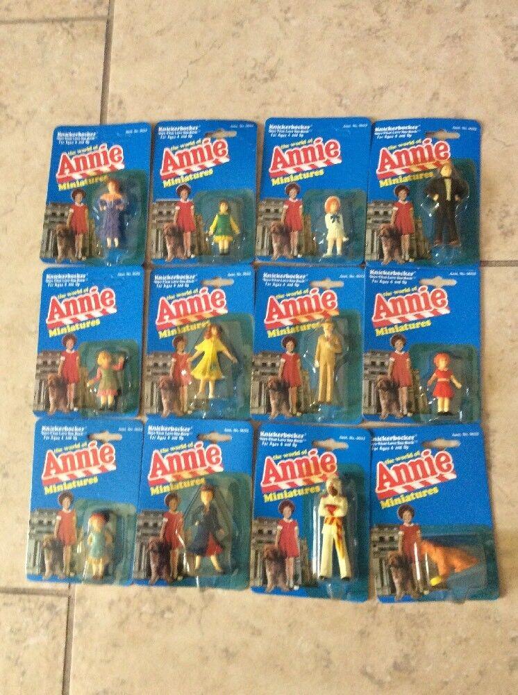 Complete Set Of TWELVE Knickerbocker WORLD OF ANNIE Miniatures Figures on CARDS