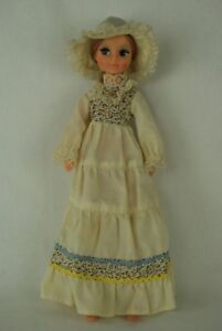 Otto-Simon-FLEUR-blonde-doll-in-SPRING-outfit-1030-Dutch-Sindy-70-039-s-2