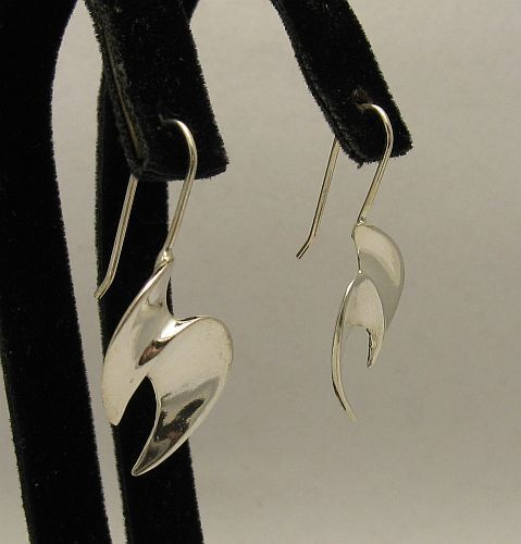 STYLISH STERLING SILVER EARRINGS 925 PERFECT QUALITY E000339 EMPRESS SOLID