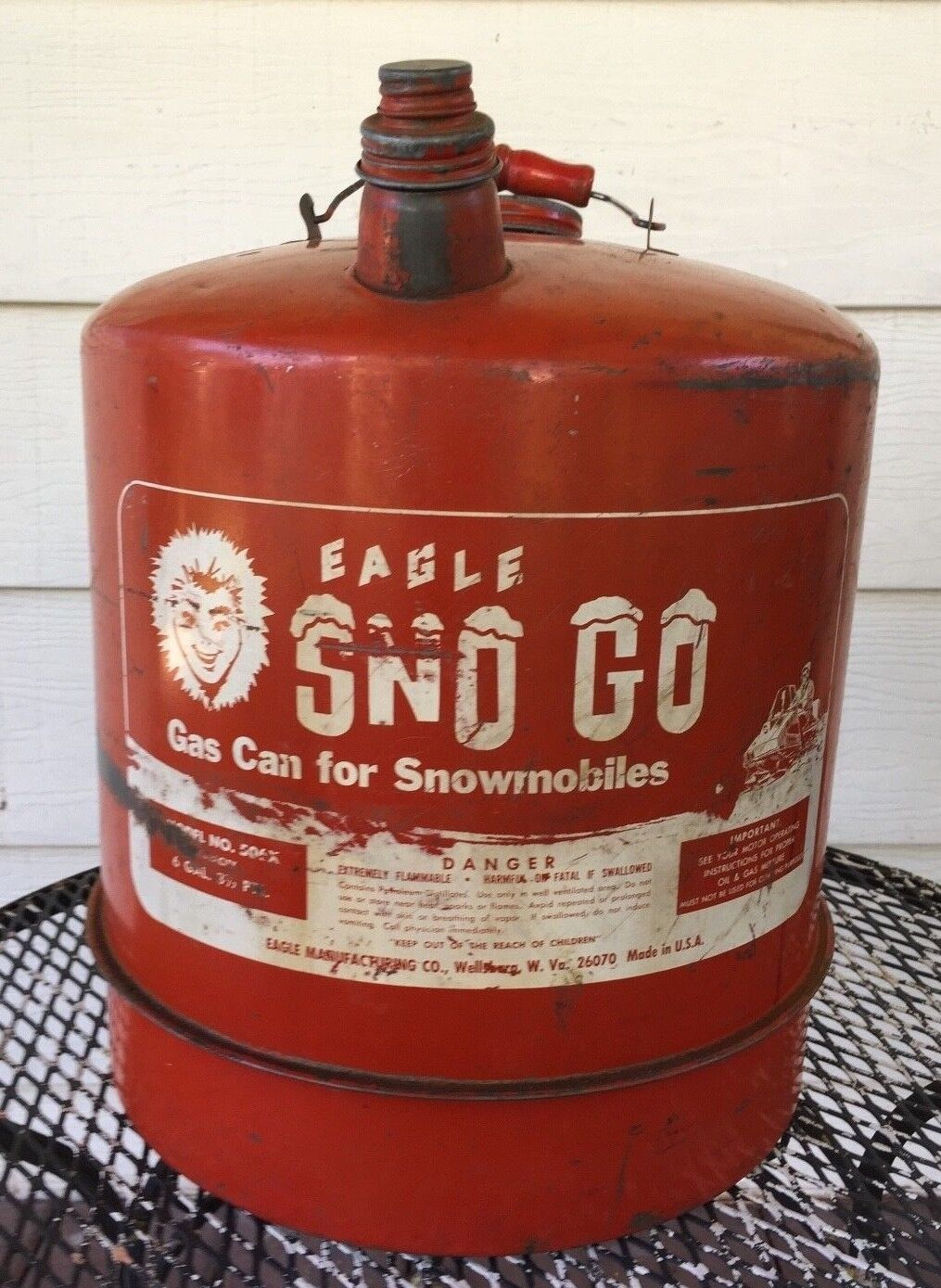 VINTAGE EAGLE  SNO GO MODEL 506X 6 GAL 3 1 2 PT WOOD HANDLE SNOWMOBILE GAS CAN  the best after-sale service