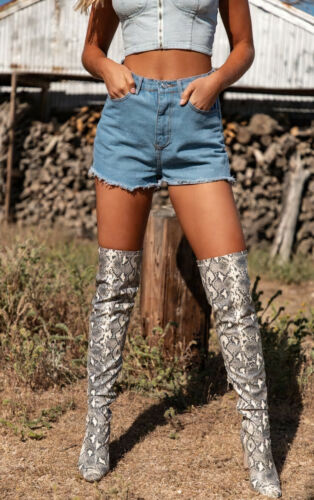 PRETTY LITTLE THING Light Wash Shelby High Waisted Denim Shorts in Blue