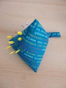 CoopéRative Grand En Croissant Broche Coussin Pyramide Design Tissu à Coudre Pins Unique Beauté 2-afficher Le Titre D'origine
