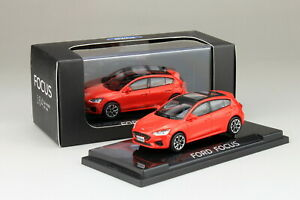 1-64-Scale-Ford-Focus-2019-Red-Diecast-Car-model-Collection-Toy