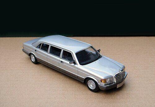 1 43 Mercedes-Benz W126 serie 500SEL Saloon de 1986 (Plata gris)