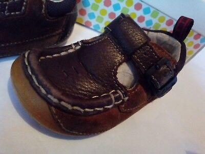 Clarks Primero Zapatos chicos tamaño 4 1/2, 21 Caja de cuero y ante marrón con