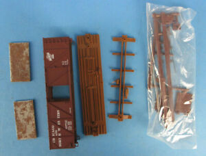 Walthers-HO-Gauge-Chicago-North-Western-137710-Wood-Ends-Boxcar-Kit-932-2157U