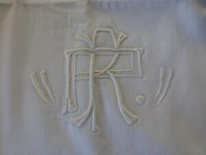 lot-neuf-ensemble-drap-et-housse-taie-brodees-main-mono-R-P-dentelle-du-puy