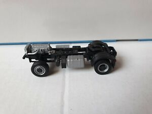 Chasis-4-x-4-ruedas-2-achsig-baukipper-mercedes-benz-arocs