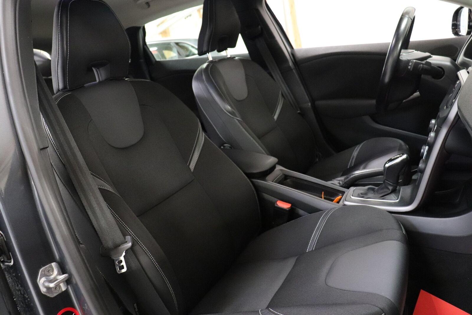 Volvo V40 2,0 D3 150 Momentum aut.