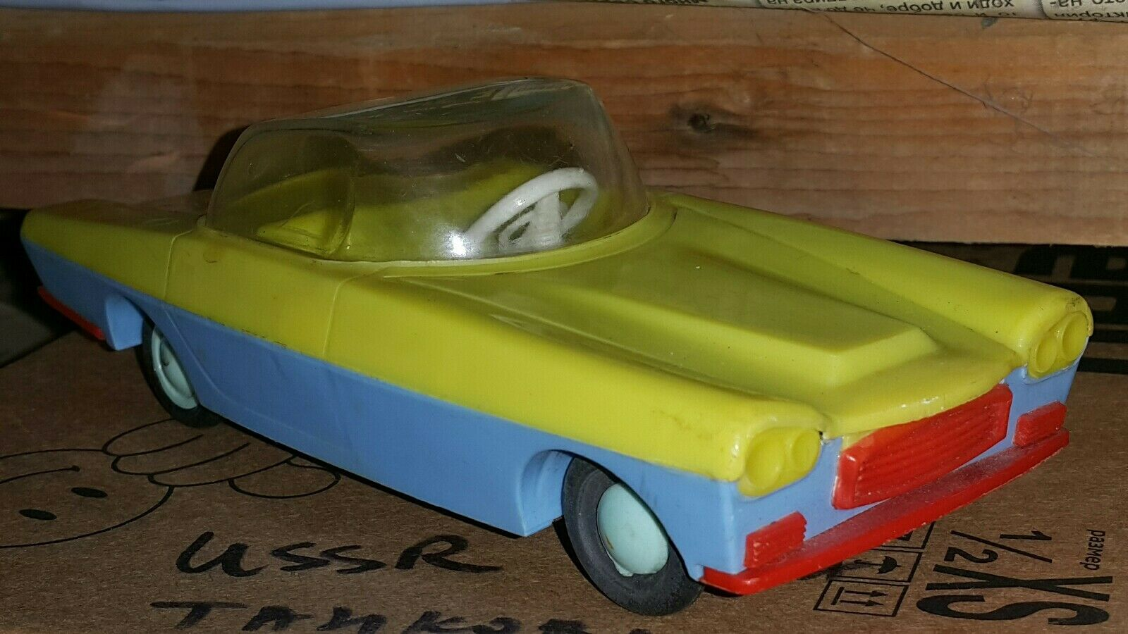 VINTAGE SPACE TOY FUTURISTIC UTOPIAN CAR FRICTION CONCEPTION MODEL TIN PLASTIC