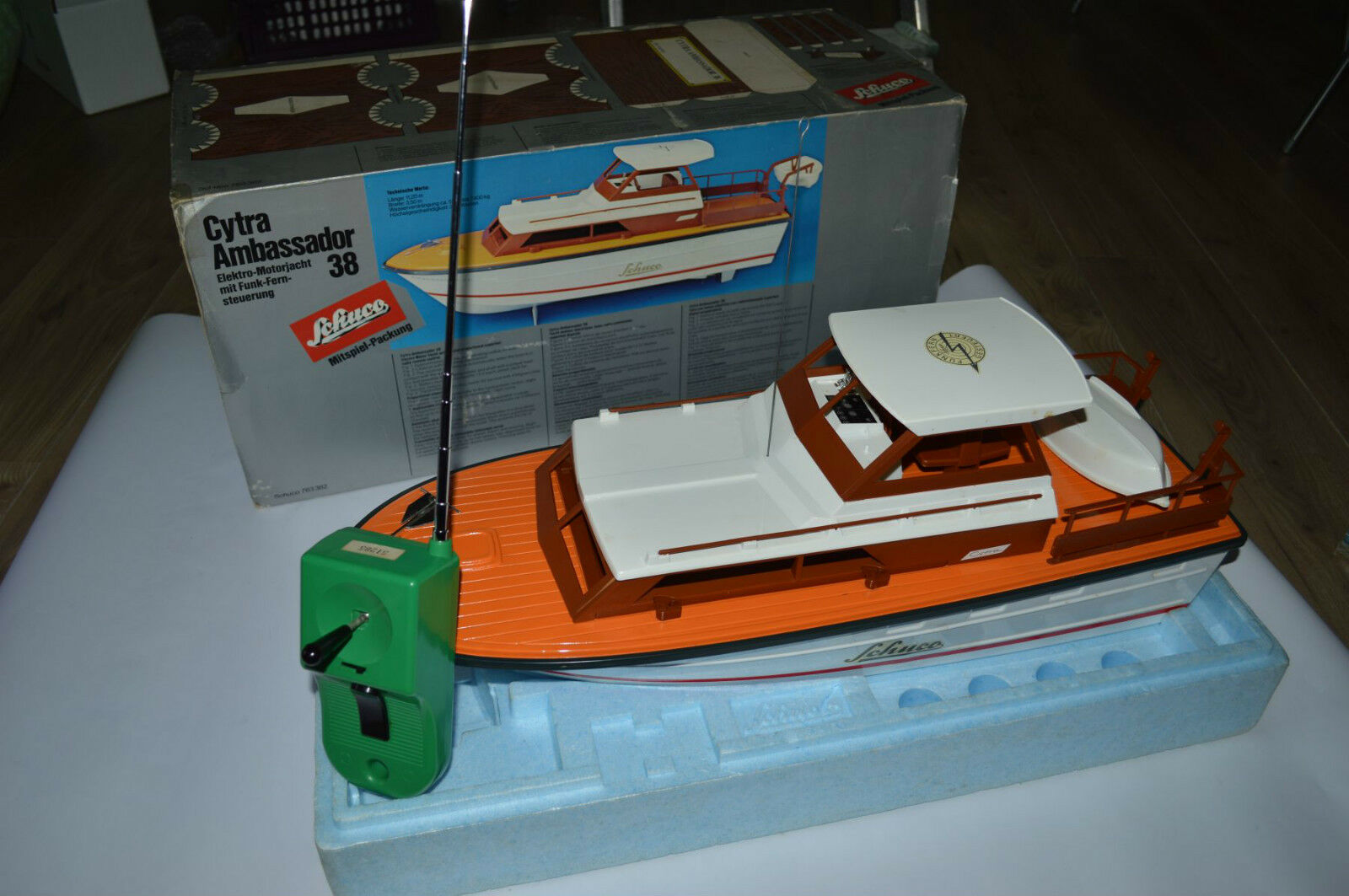 Schuco 763382 Motor yacht RC 65 cm long very near mint in box OVP sehr SELTEN