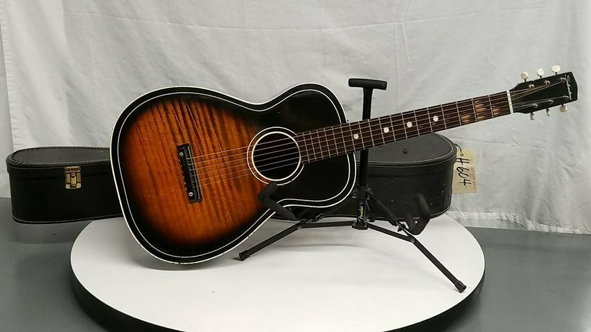 s l1600 - Silvertone Acoustic Guitar In Hard Carrying Case