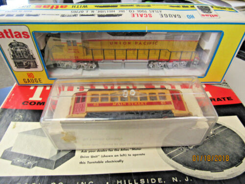 VINTAGE HO TRAINS AND ACCESSORIES 11024TRAINNS