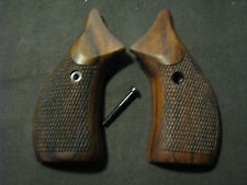 Smith&Wesson J-Frame RndButt Fine English Walnut Checkered Pistol Grips w/o Logo