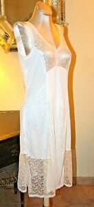 BEAUTIFUL VINTAGE NYLON OFF WHITE & INTRICATE MESH & LACE SLIP / GOWN / 36