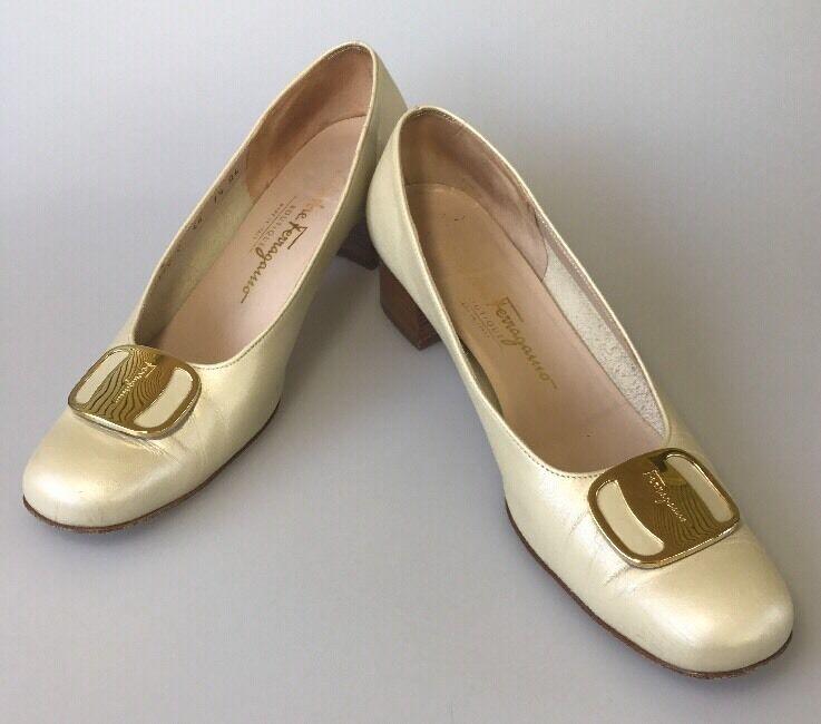 Salvatore Ferragamo Boutique Pumps Size 7.5 AAAA Beige Gold Buckle Wear To Work