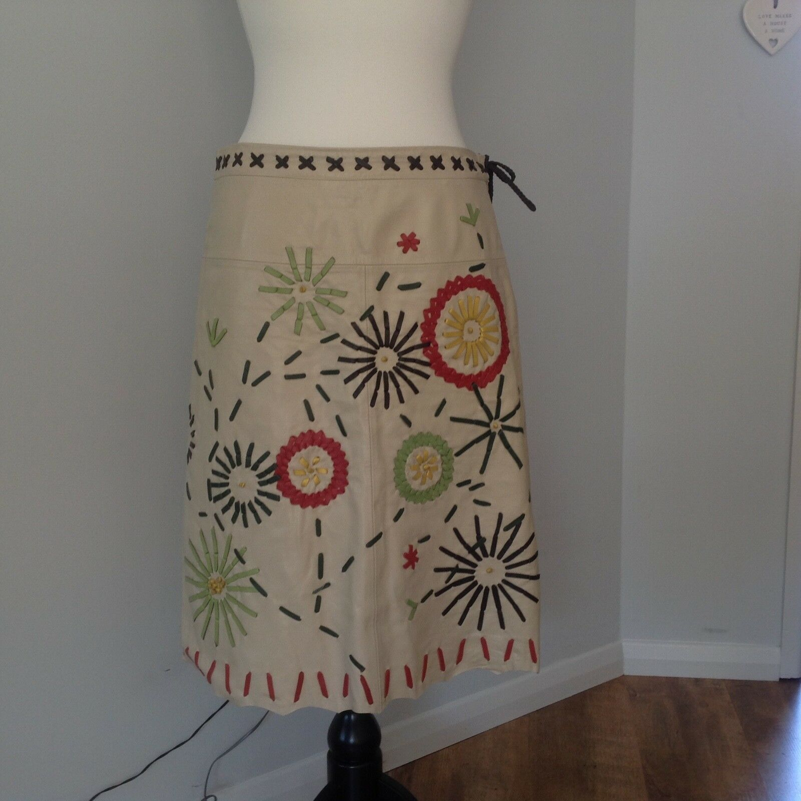 Hoss.Ladies Cream Leather Skirt with Flowers Size 38. U.K. Size 10-12