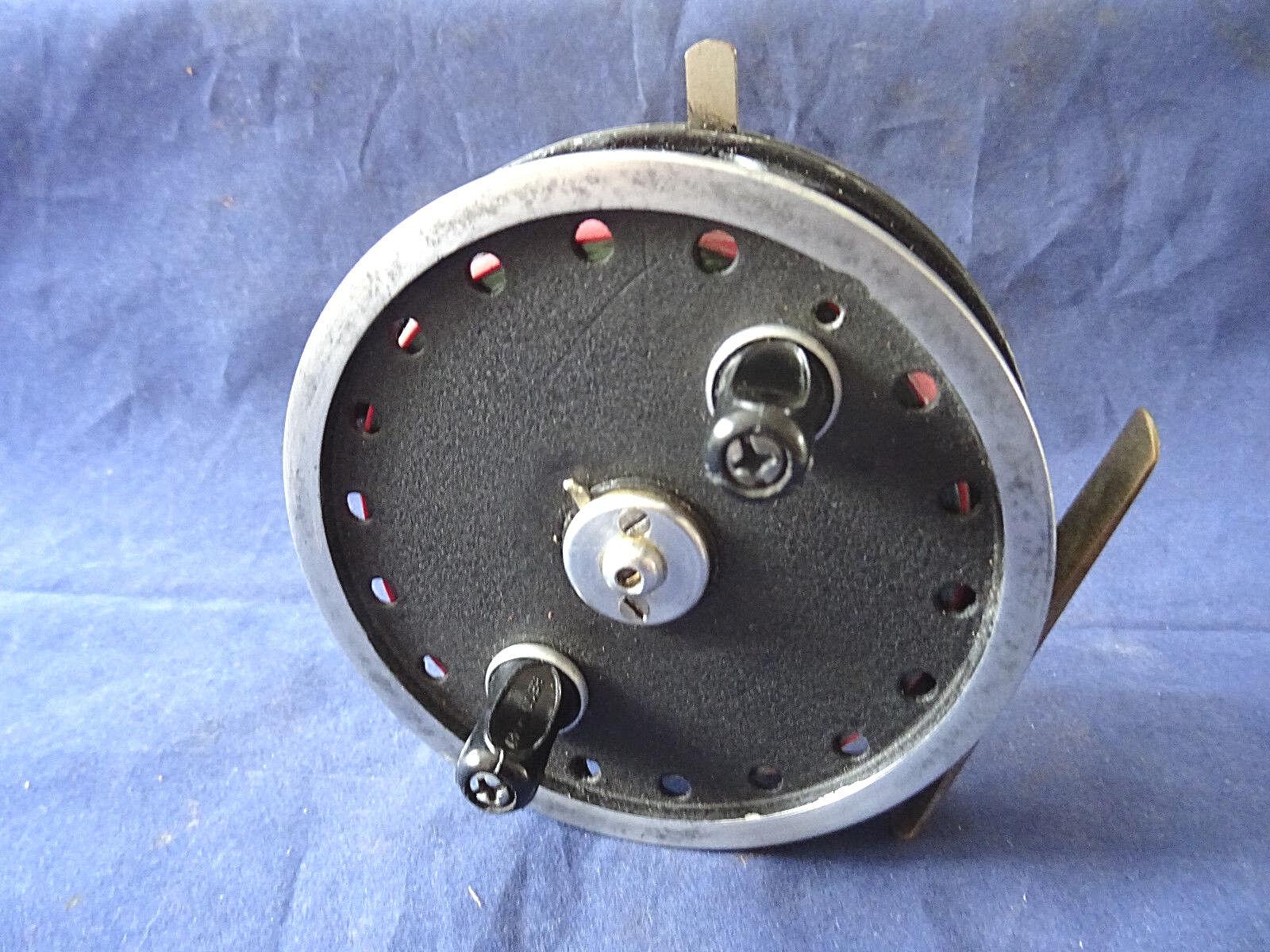 Una escasa C Farlow 4  Vintage centrepin reel