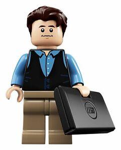 LEGO-minifigure-Chandler-Bing-idea058-from-21319-FRIENDS-Central-Perk