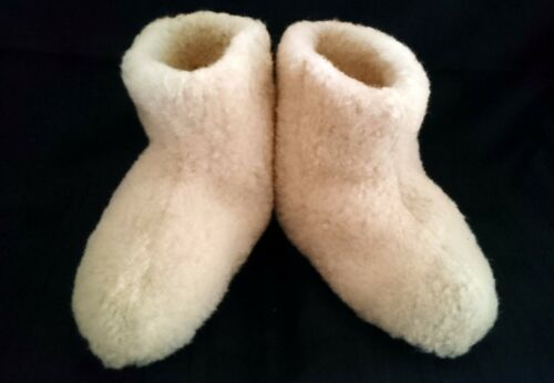 UNISEX MERINO WOOL BOOTS WARM COZY SLIPPERS MOCCASINS CHUNI SIZE 4 NATURAL
