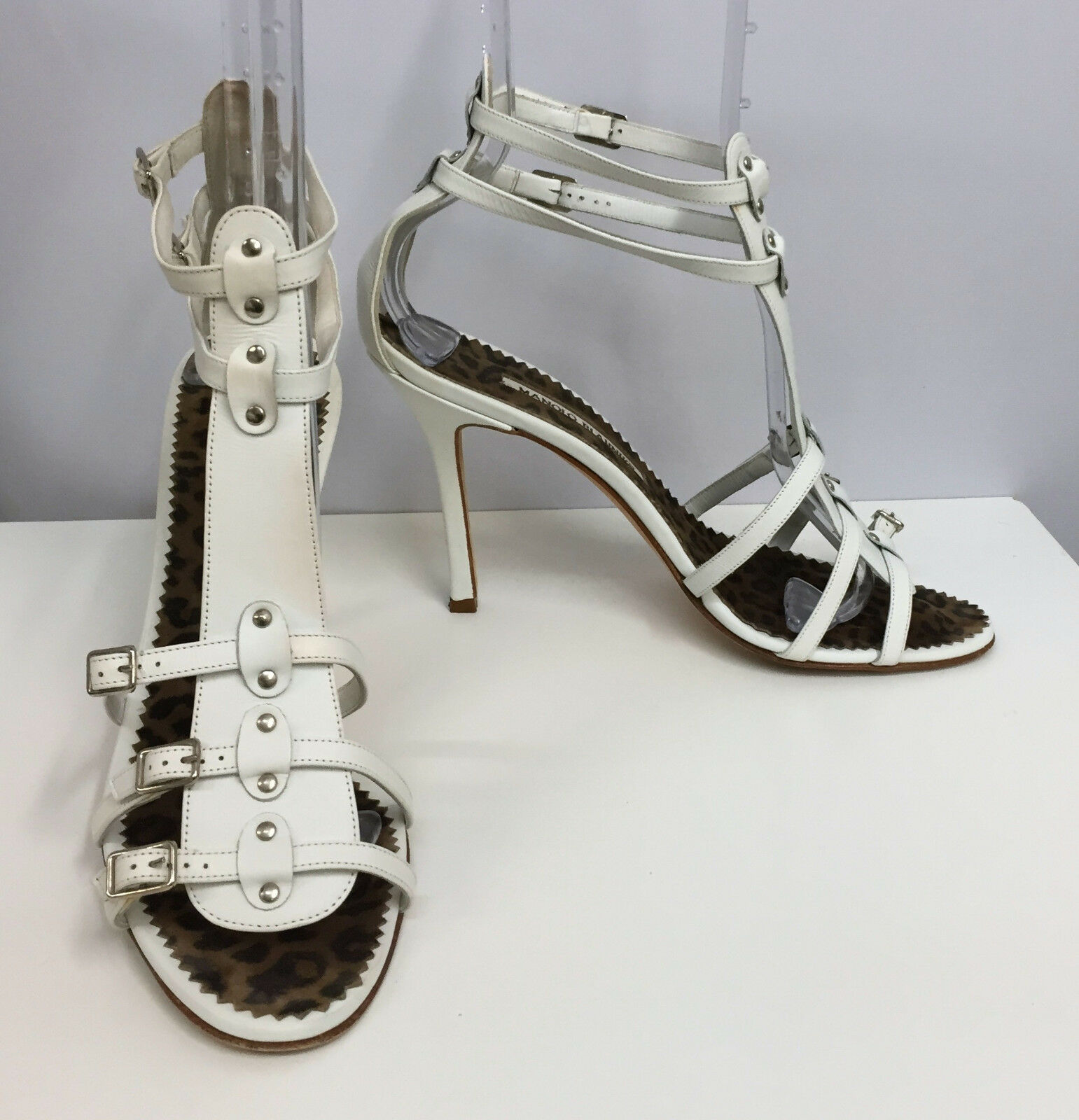 MANOLO MANOLO MANOLO BLAHNIK LEATHER schuhe Weiß 2 ANKLE STRAPS Silber STUDS & BUCKLES 391 2 a122f4