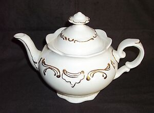 White-Gold-Trim-Scroll-Scalloped-Teapot-Bone-China-Mountainside-Collectible
