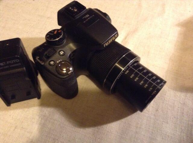 Fujifilm FinePix SL240 14.0MP Upgrade On S4000 Series With Flash Hotshoe