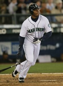 Ken-Griffey-Jr-Seattle-Mariners-UNSIGNED-8x10-Photo
