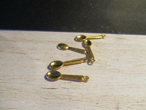 4 piezas de este conjunto de casas de Muñecas Miniatura Cucharas de color oro