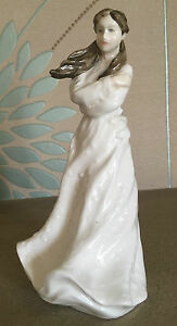 ROYAL-DOULTON-LADY-FIGURE-EMBRACE-HN-4258-SENTIMENTS-COLLECTOR-CLUB-PERFECT