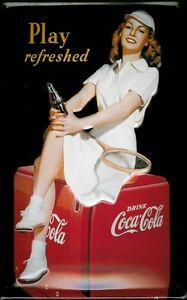 Coca-Cola-Tennis-Girl-Blechschild-Schild-3D-gepraegt-gewoelbt-Tin-Sign-20-x-30-cm