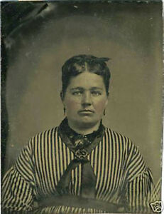 CIVIL-WAR-ERA-SMALL-TINTYPE-PHOTO-PORTRAIT-OF-A-WOMAN-WITH-BECK-BOW-TIE