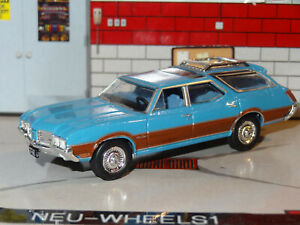 1972-OLDSMOBILE-VISTA-CRUISER-WAGON-HITCH-1-64-DIECAST-DIORAMA-REPLICA-MODEL-F