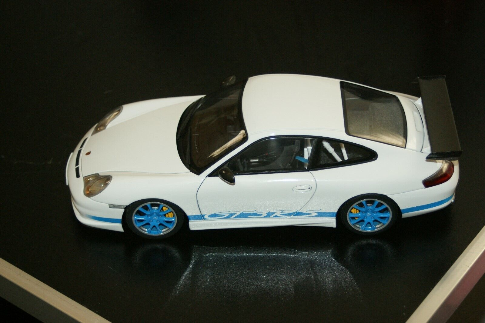 1 18 Autoart Porsche 911 997 GT3 RS Weiß   Blau stripes
