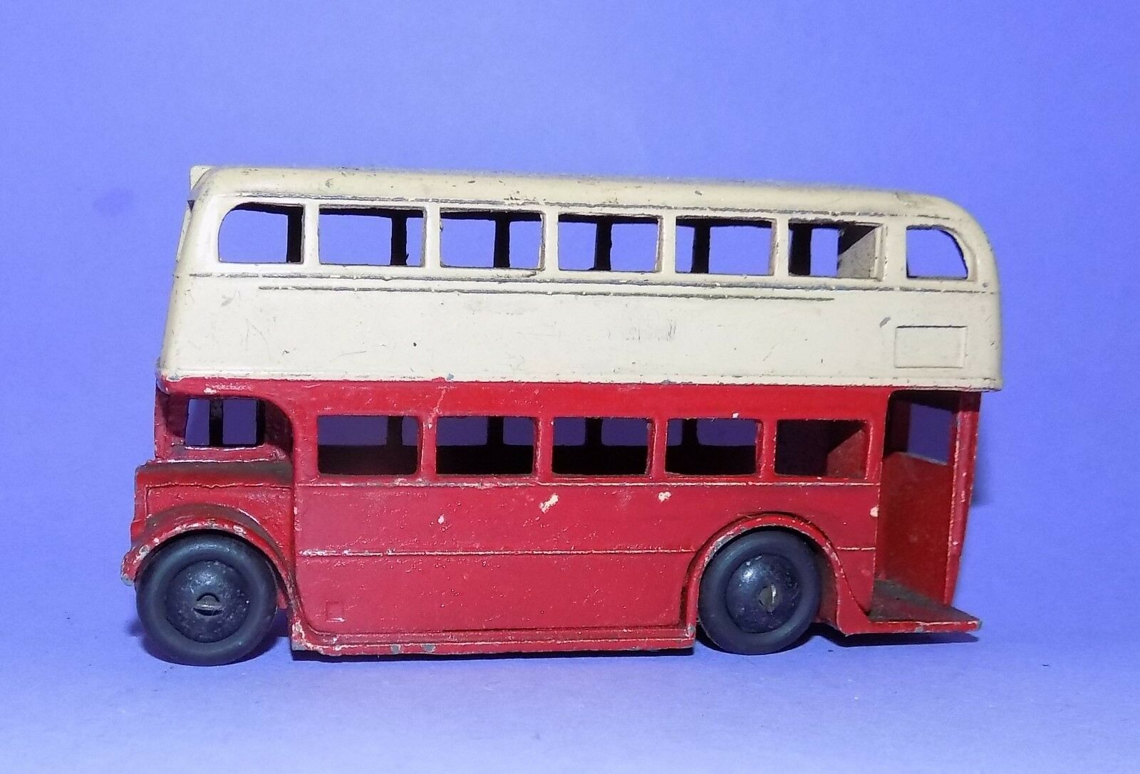 RARE  VINTAGE  1946  DINKY TOYS  NO 29C  BUS   WITH SMOOTH CAST HUBS