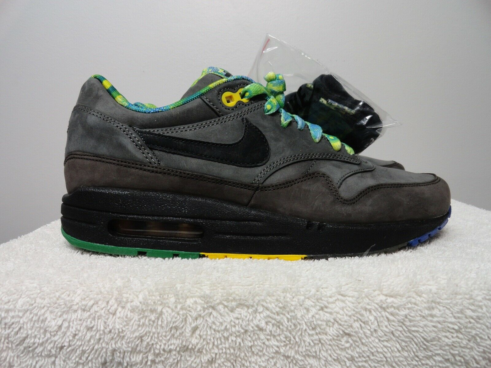 Nike air max 1 BHM   BLACK HISTORY MONTH   release 2011 size 7  new in box