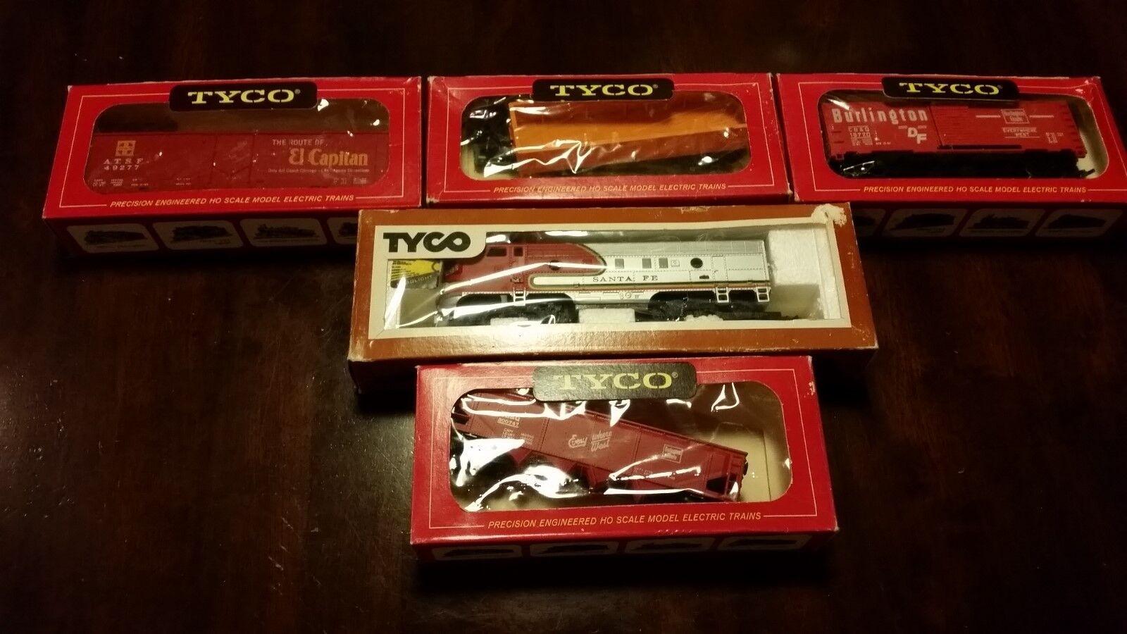 Tyco Train Santa Fe No. 224 F-9 A Engine And Car's Lot Of 5, Hong Kong