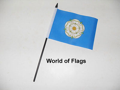 """YORKSHIRE SMALL HAND WAVING FLAG 6/"""" x 4/"""" White Rose County Crafts Table Display"""