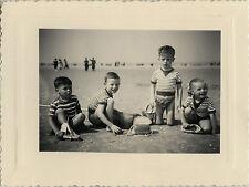 PHOTO ANCIENNE - VINTAGE SNAPSHOT - ENFANT JEU JOUET PLAGE MODE - CHILD BEACH