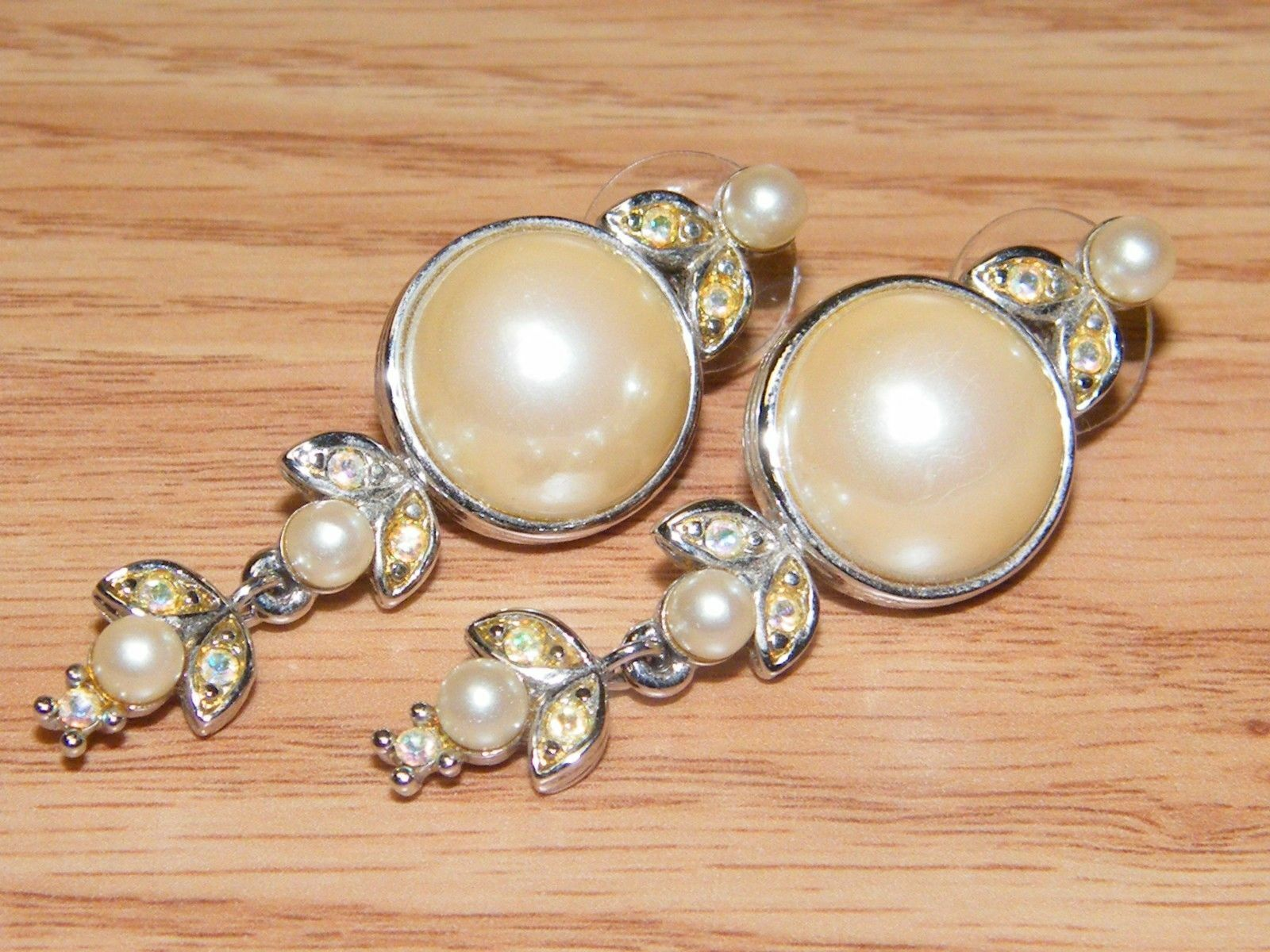 Genuine Richelieu Faux Pearls Collectible Fashion Jewelry Earrings READ