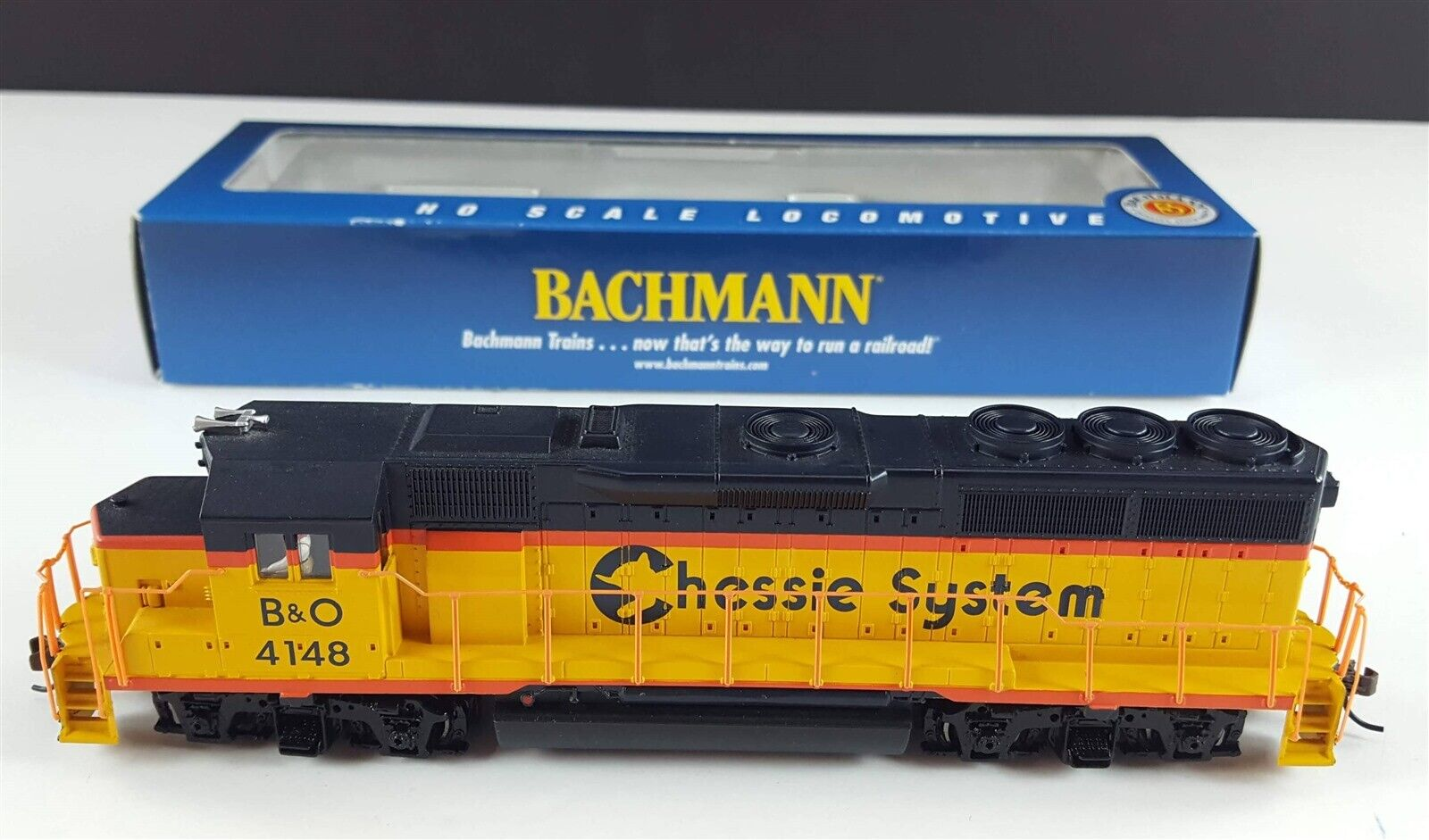 Bachuomon 63507 B&O Chessie EMD GP40 Diesel Locomotive 4148 HO Scale