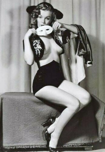 M-1948 MARILYN MONROE Nip Slip Masquerade Pin-Up 5x7 Photo
