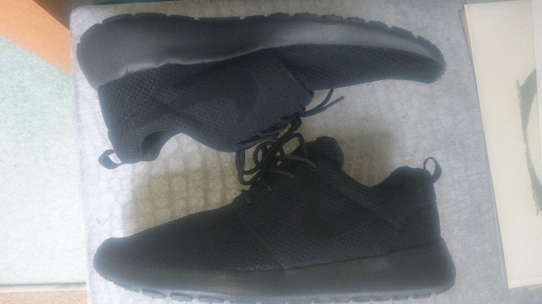 Para Hombre Nike Roshe todos los entrenadores Negro Tamaño Nuevo 9 Run Reino Unido Nuevo Tamaño 396142