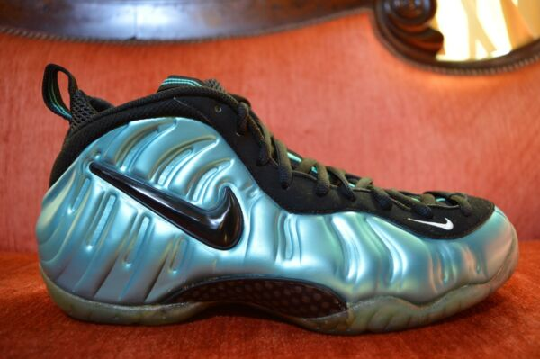 82c3430d86870 WORN 2X 2011 NIKE AIR FOAMPOSITE PRO ELECTRIC BLUE BLACK SOUTH BEACH Size  10.5