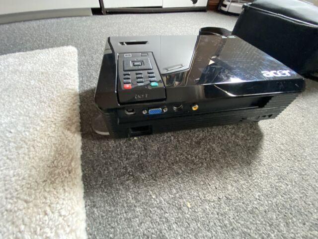 High End HDTV ACER X110P @ 2.700 AnsiLumen Beamer 4000:1 Kontrast,FULL HD komp