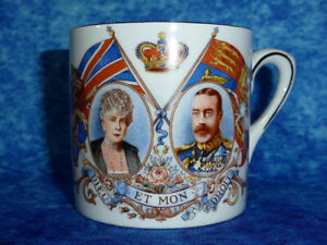 Vintage-King-George-V-amp-Queen-Mary-Silver-Jubilee-SMALL-GILDED-CUP-1910-35-Royal