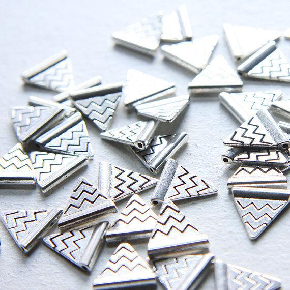 40pcs Oxidized Silver Tone Base Metal Charm-Triangle 14x14mm (5003Y-J-117)