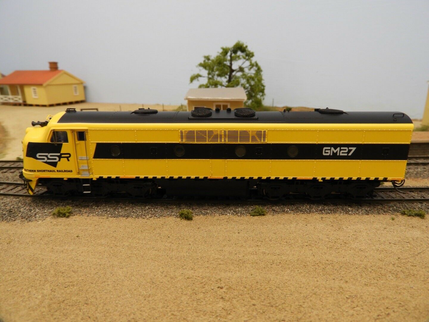 LATEST RELEASE  TrainOrama, GM Class Loco, HO Scale, SSR, GM27